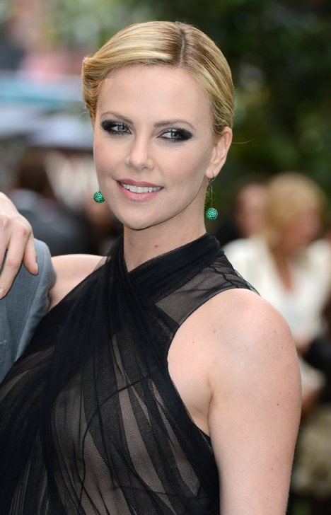 charlize-theron-snow-white-premiere-london-2012.jpg