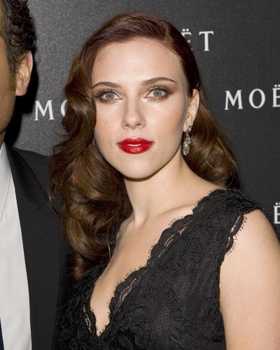 Scarlett-Johansson-waves.jpg
